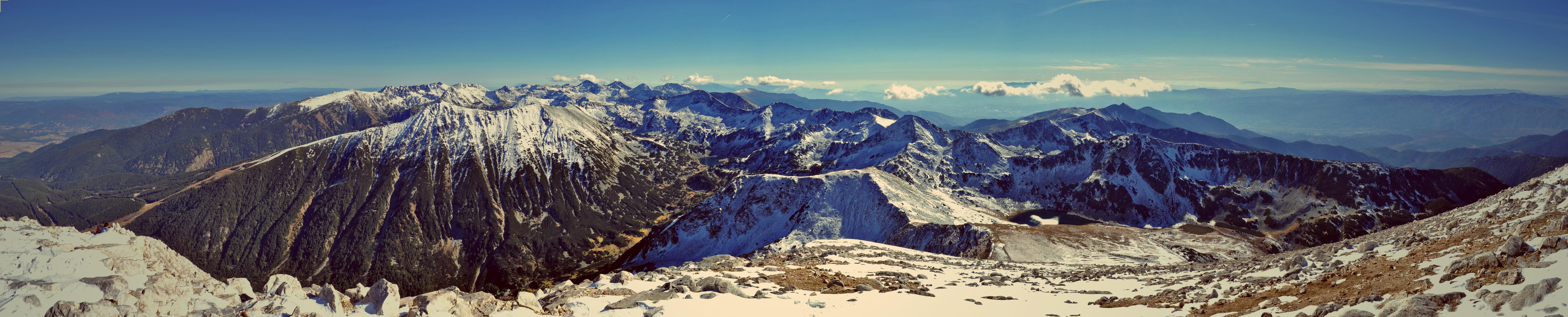 Панорамен изглед от връх Вихрен, Национален парк Пирин, България.